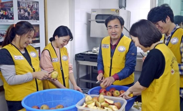태평양과 동천, 독거노인을 위한 법률상담 및 배식봉사 (3).JPG